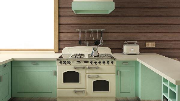 Fogão estilo retrô branco com armário verde