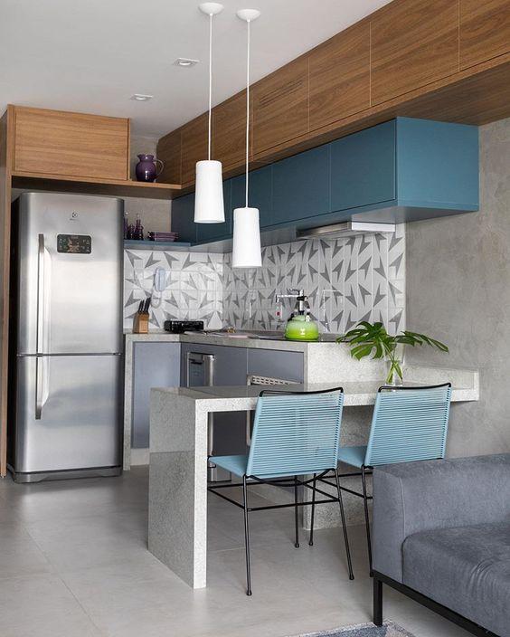 Cozinha com geladeira inverse 2 portas