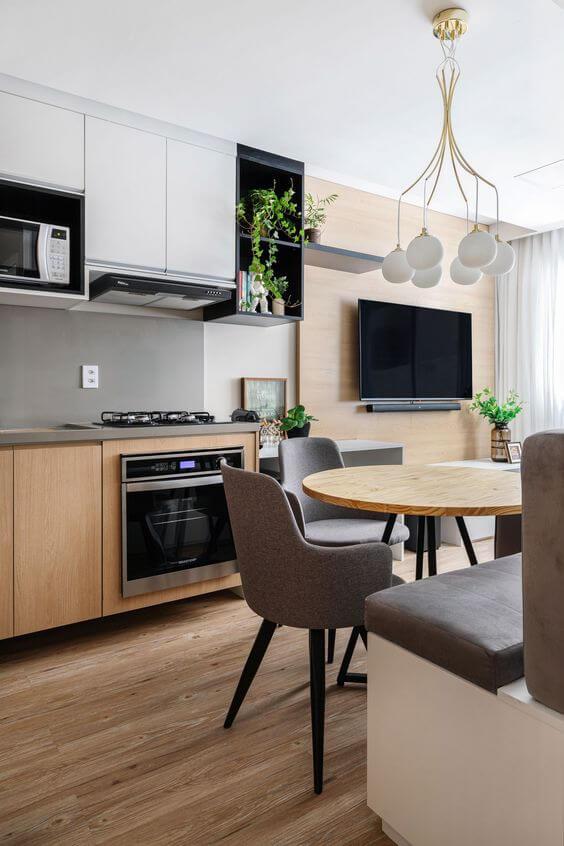 Cozinha com mesa pé palito redonda