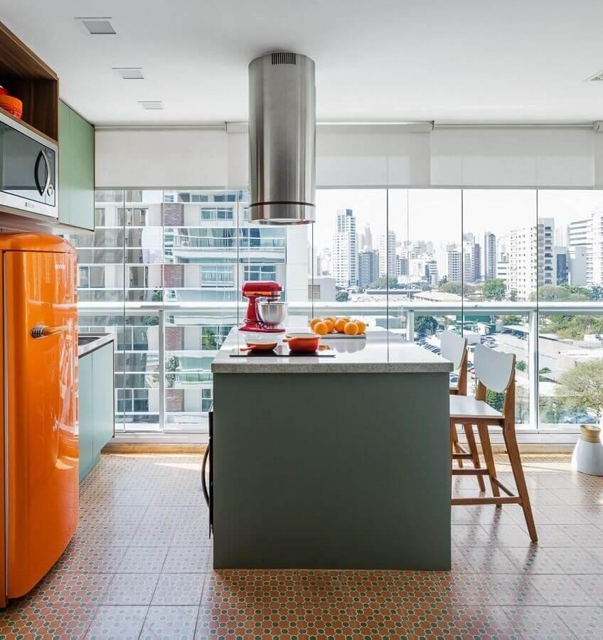cozinha de apartamento planejada planejada na varanda com conceito aberto  Foto Pinterest