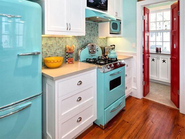 Cozinha estilo vintage com fogão retrô