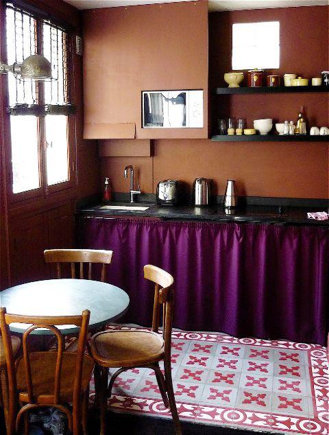 Cozinha moderna com cortina para pia