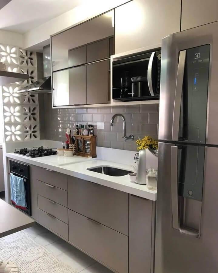 cozinha pequena de apartamento planejado cinza e branca  Foto Pinterest