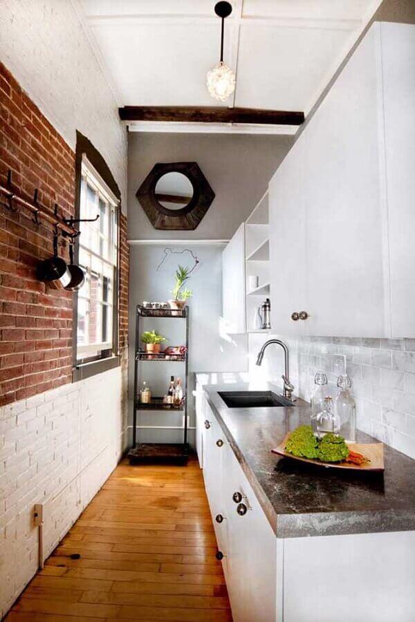 cozinha pequena decorada com tijolinho branco Foto Deavita