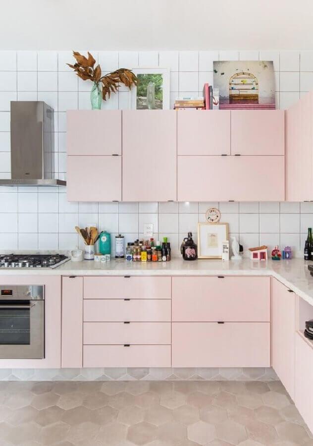 cozinha simples planejada com armários rosa candy colors Foto Histórias de Casa