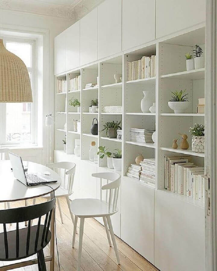 decoração clean com estante de nichos para sala de jantar toda branca Foto Pinterest