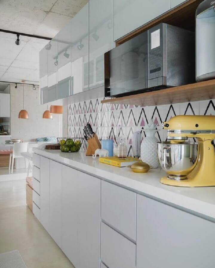 decoração clean com revestimento colorido para cozinha sob medida Foto Apartament Therapy