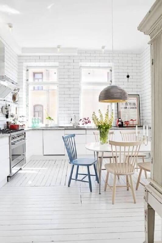 decoração clean para cozinha com tijolinho branco Foto Futurist Architecture