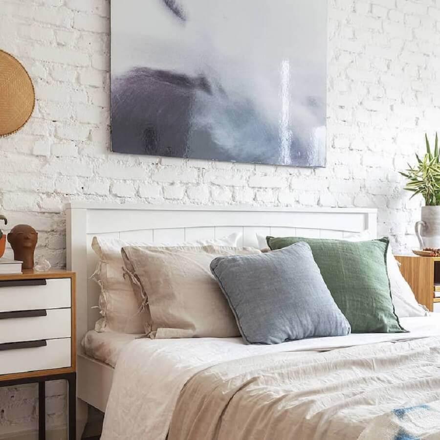 decoração clean para quarto de casal com revestimento tijolinho branco rústico Foto Mooui Home