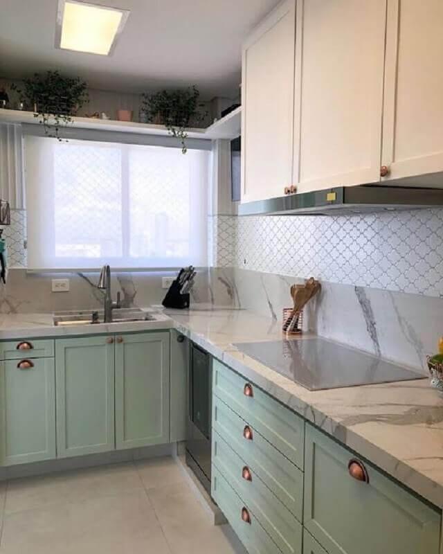decoração com armário de cozinha com designa retrô na cor verde candy colors Foto Jeito de Casa