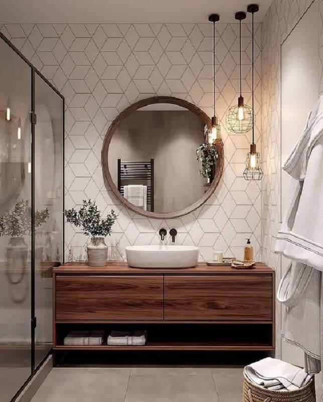 decoração com espelho redondo para banheiro com moldura de madeira e luminária aramada Foto Archilovers