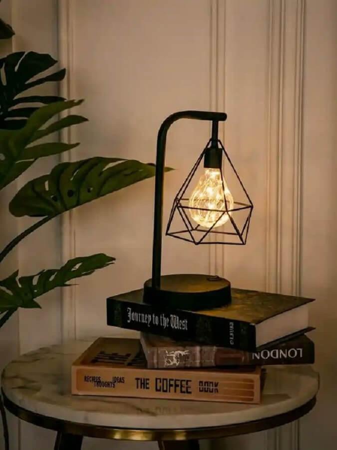 decoração com luminária para leitura de mesa Foto Style & Fashion Lab