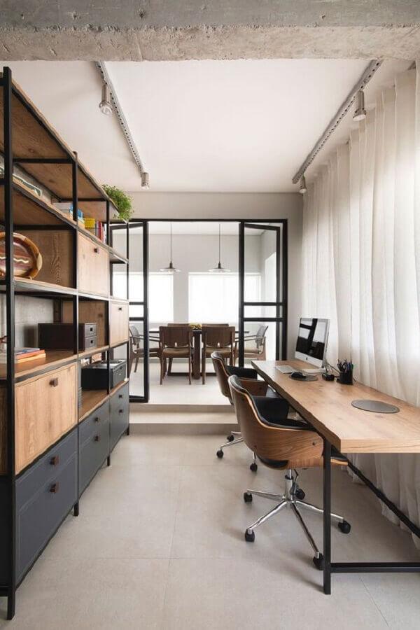 decoração com mesa escritório industrial  Foto Casa de Valentina