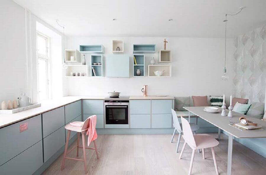 decoração de cozinha candy colors azul e rosa Foto Behance