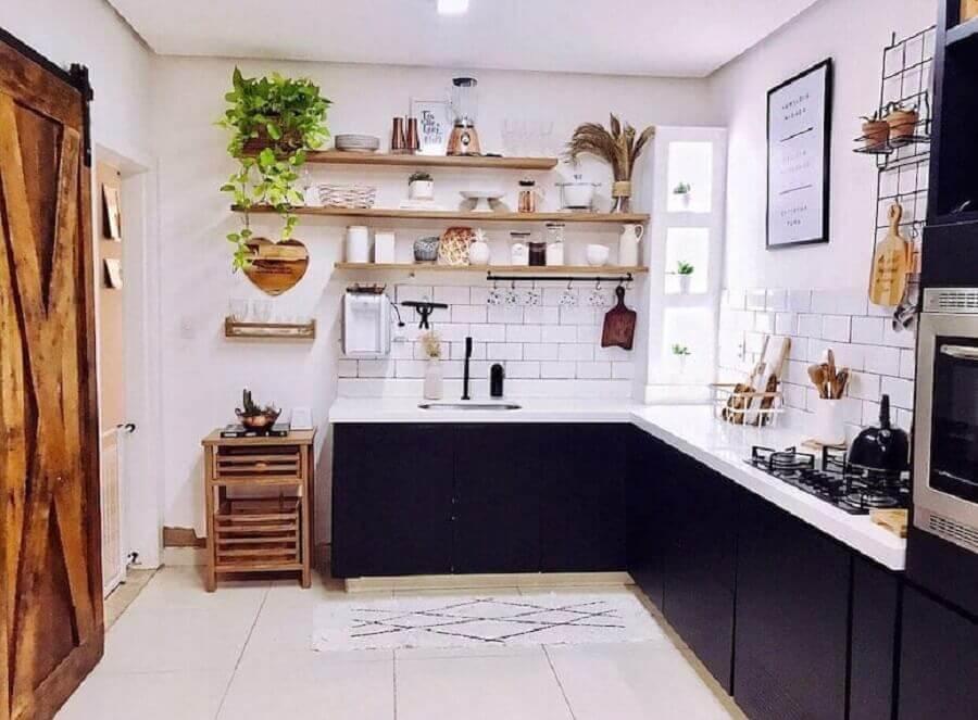 decoração de cozinha com tijolinho branco e armários planejados azuis Foto Casa de Bamba