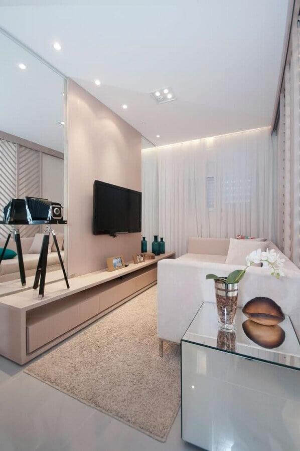 decoração de sala clean com tv na parede Foto Arq. Carol França