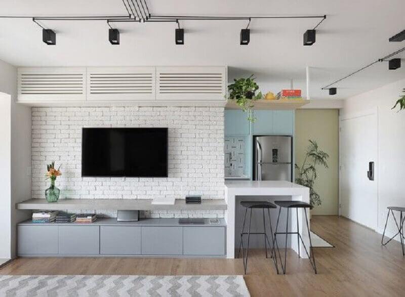 decoração de sala com tv na parede de tijolinho branco Foto Pinterest