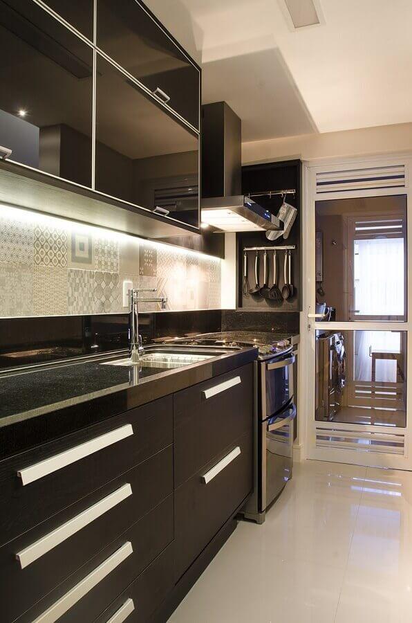 decoração moderna de cozinha sob medida pequena preta Foto Home Fashion Trend