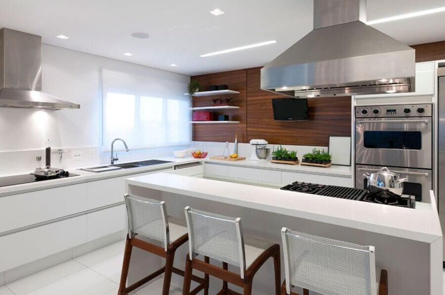 decoração moderna para cozinha sob medida com ilha toda branca Foto Consuelo Jorge