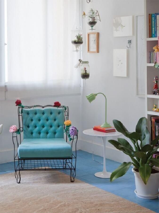 decoração retrô com luminária para leitura de livros de mesa Foto We Heart It