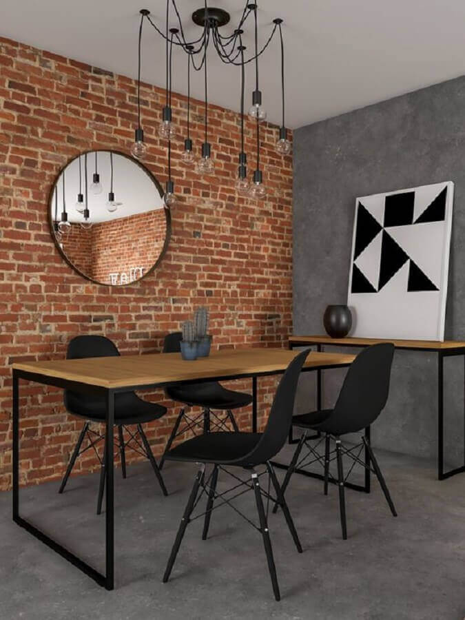 decoração sala de jantar com espelho para parede de tijolinho e mesa industrial com cadeiras pretas Foto Habitare
