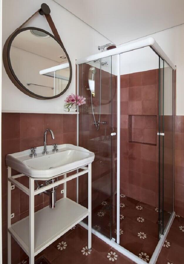 decoração simples com espelho para banheiro redondo com couro Foto Pinterest