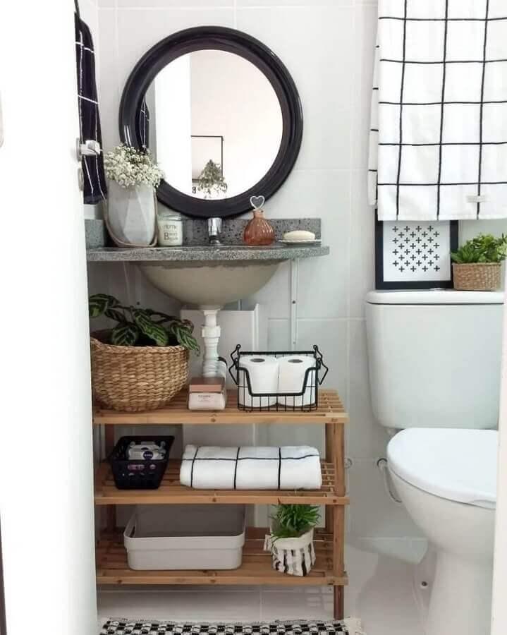 decoração simples com espelho redondo para banheiro com moldura preta Foto Apartament Therapy