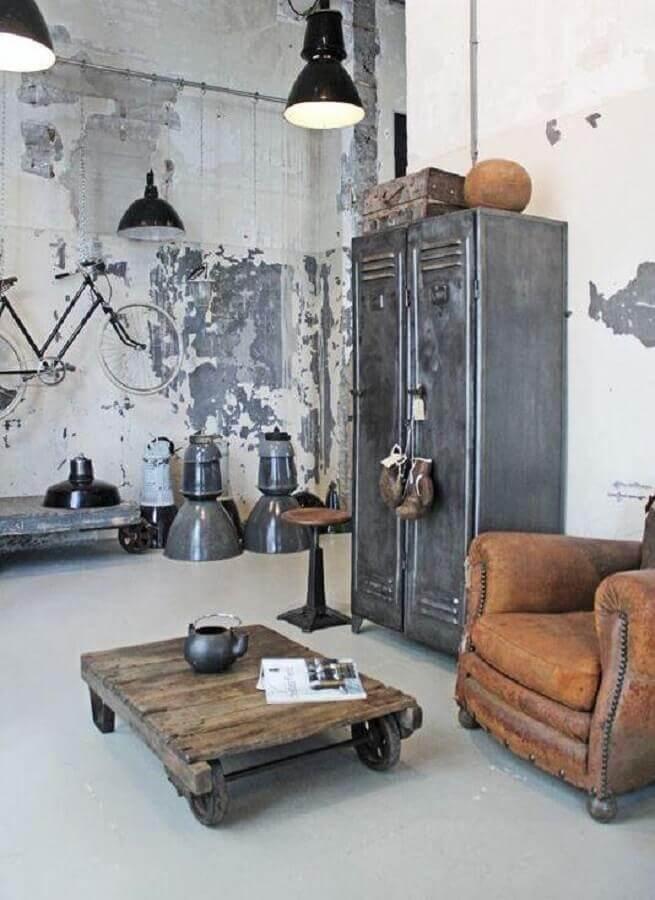 decoração simples com mesa de centro industrial rústica  Foto Pinterest