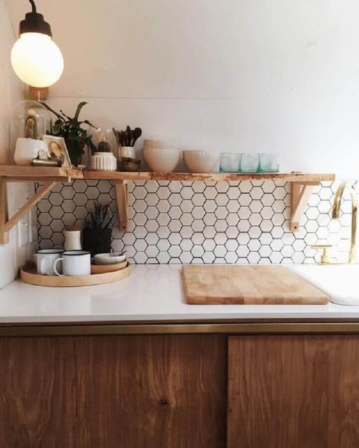decoração simples com revestimento hexagonal branco  Foto Pinterest