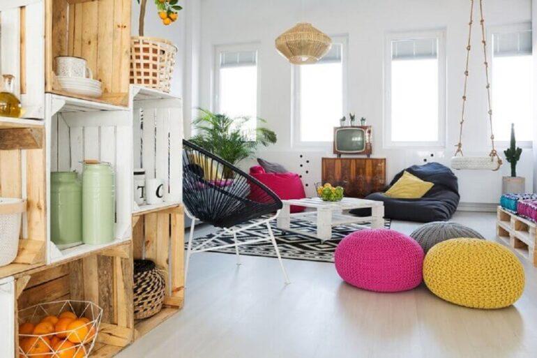decoração simples para apartamento com pallets e caixotes de madeira