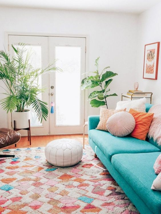 Decoração com sala retrô colorida