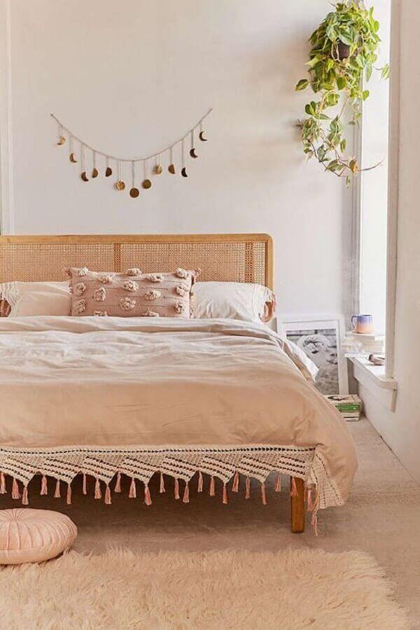enfeite para parede branca de quarto de casal simples Foto Urban Outfitters