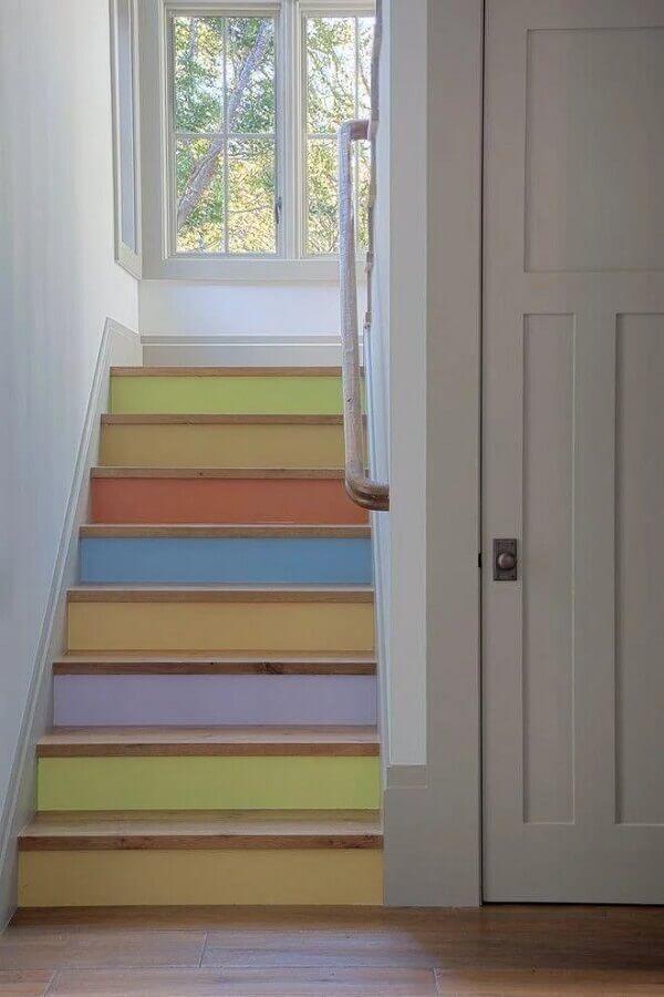 escada com candy colors tinta Foto Polsky Perlstein Architects