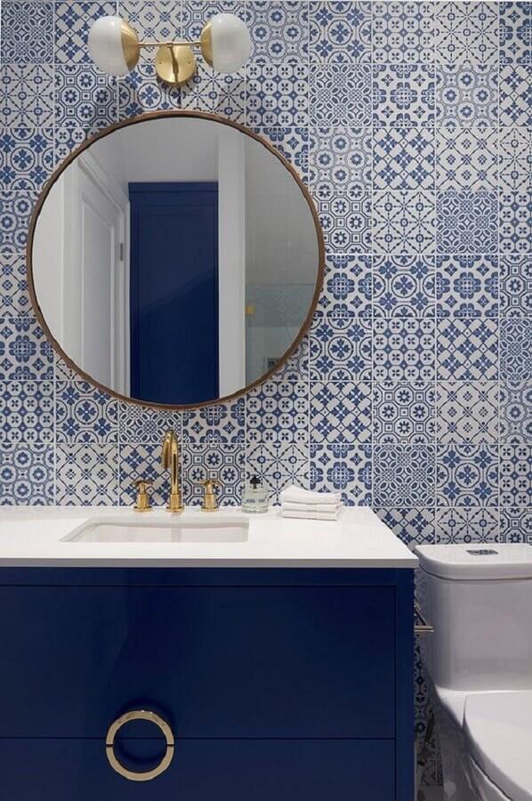 espelho redondo para banheiro azul e branco Foto Jeito de Casa