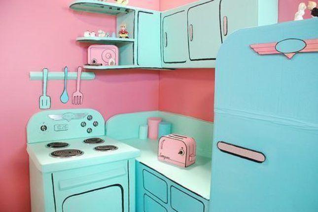 Cozinha rosa com armários e eletros azul turquesa
