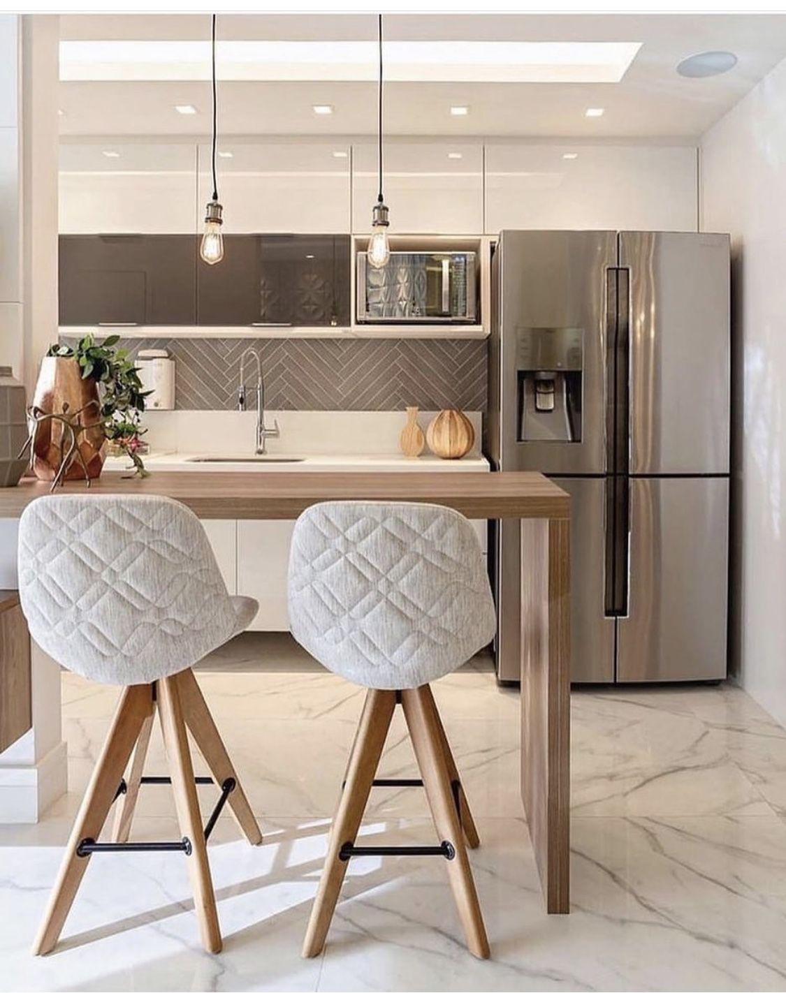 Cozinha com geladeira inverse inox