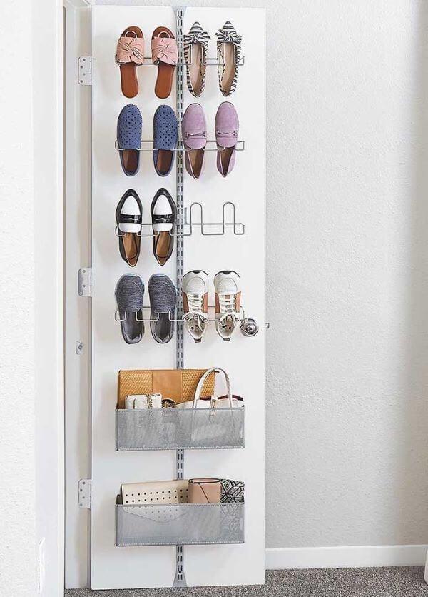 Guarda roupa com sapateira de porta