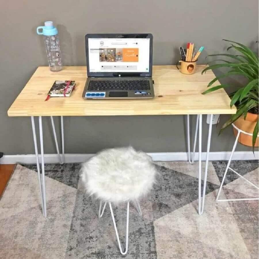 home office pequeno decorado com mesa escritório industrial simples  Foto Artfactory Design