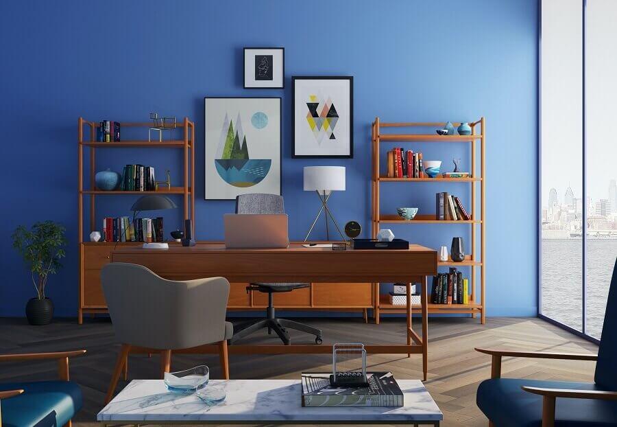 home office simples com parede azul