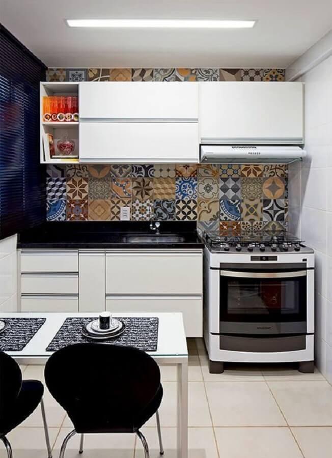 ladrilho hidráulico para cozinha pequena de apartamento simples Foto Pinterest