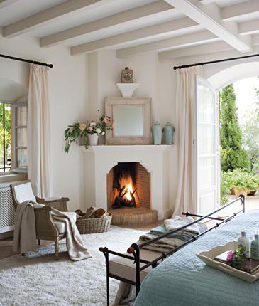 Lareira de canto a lenha no quarto moderno
