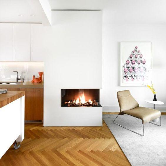 Lareira de canto pequena na sala integrada a cozinha