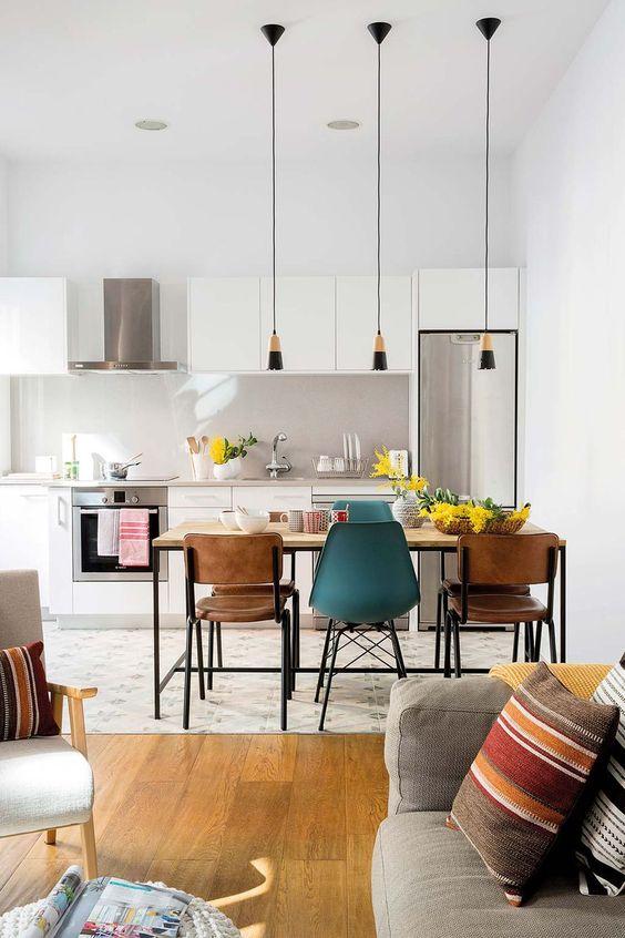 Mesa de jantar com sala retrô