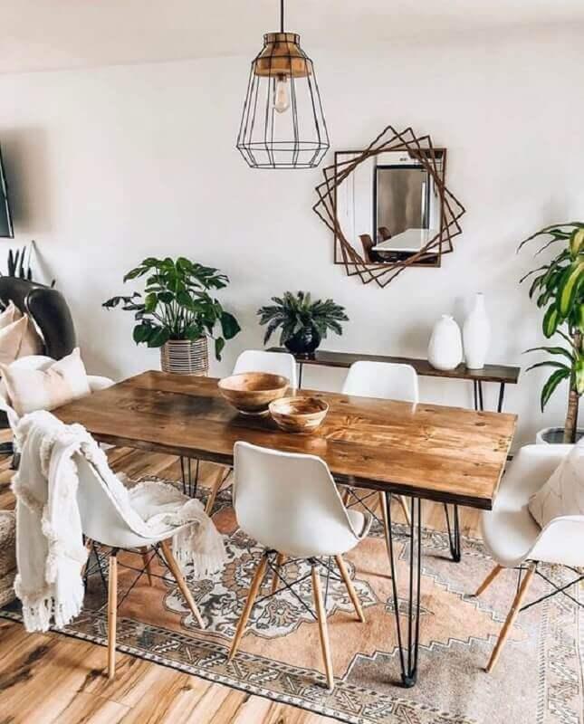mesa de jantar industrial decorada com cadeira eames branca  Foto Apartment Therapy