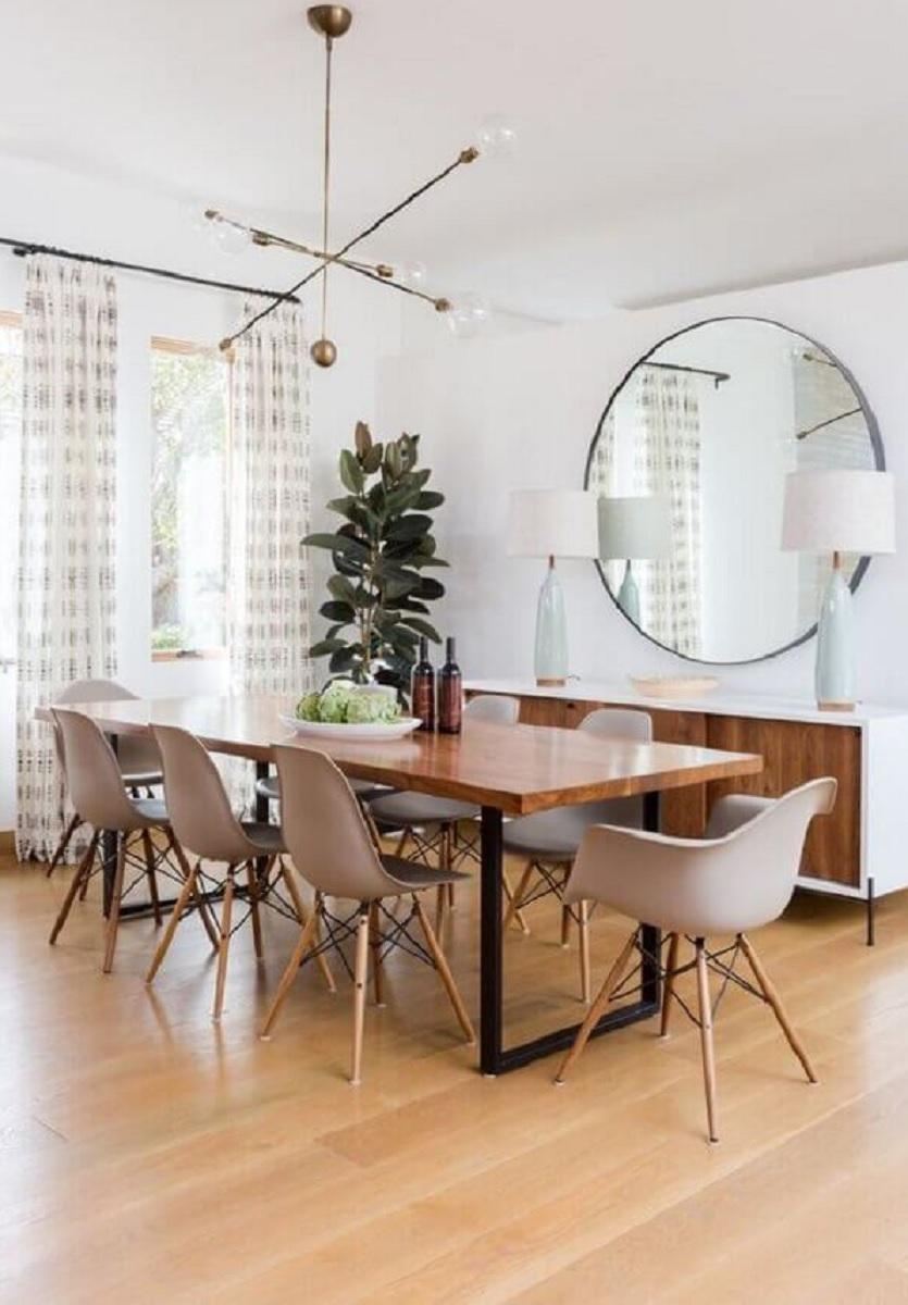 mesa de jantar industrial para sala de jantar clean com espelho redondo grande Foto J. Kurtz Design