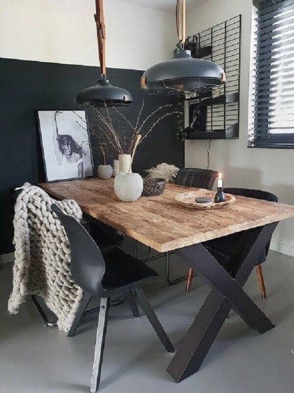 mesa industrial para sala de jantar pequena preta e branca  Foto BySusann