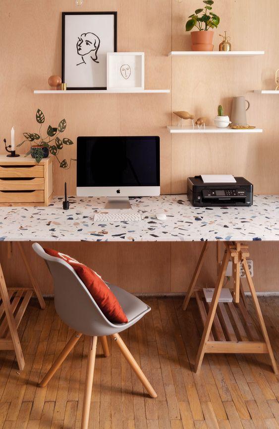 Mesa para pc com impressora e prateleiras decorativas