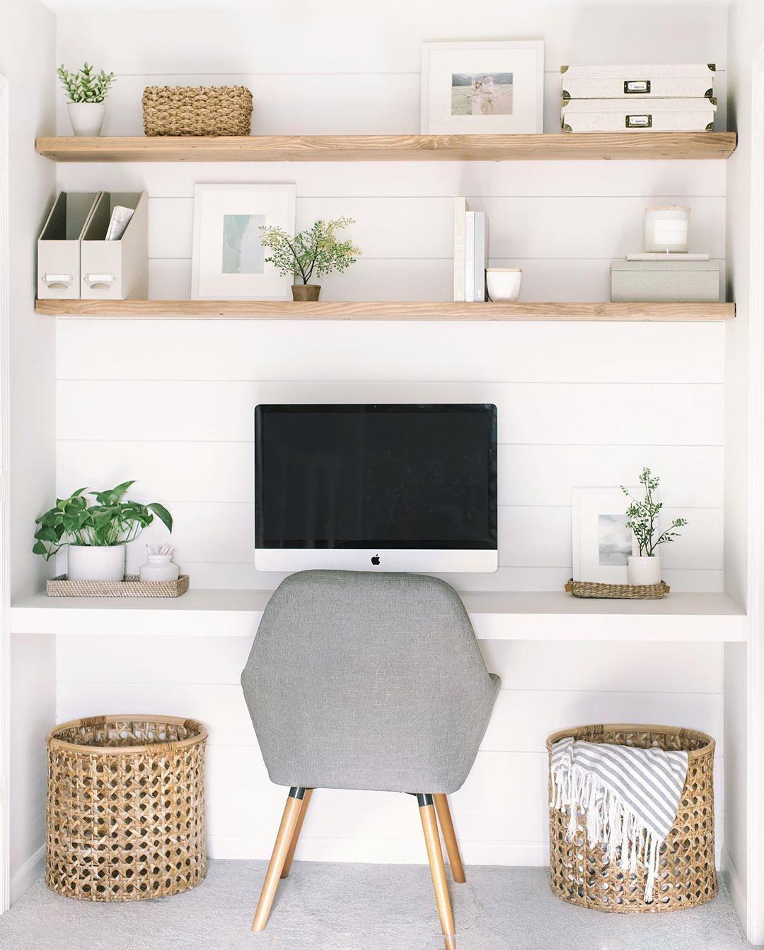 Mesa para pc pequena no cantinho de casa