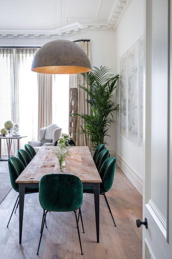 Mesa pé palito com cadeira verde