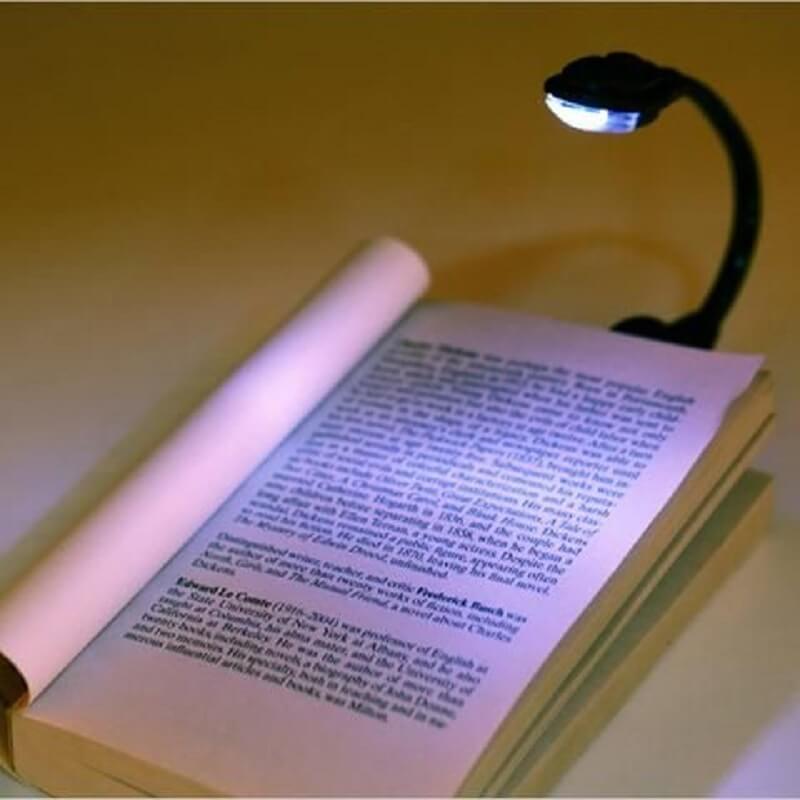 modelo de luminária para leitura com clip Foto Yandex